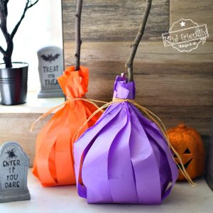 Make A Paper Plate Witch Broom Craft {A Halloween Goody Bag} | Kid Friendly Things To Do