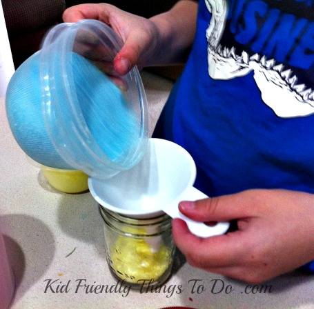 DIY Bath Salt Craft - A great gift for kids to make. It looks like layered sand art! Perfect for Mother's Day, Valentine's Day, Teacher's Gift - so many possibilities!