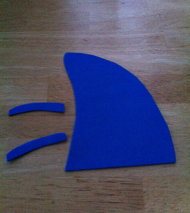 Shark Hat Craft. Cute idea for kid's birthday party, summer party or classroom activity