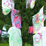 Tie Dye Sheets – An Awesome Family Project – A Kid Friendly Thing To Do