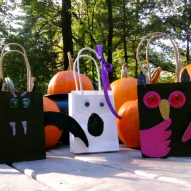 How to Make Halloween Gift Bags  | Kid Friendly Things To Do