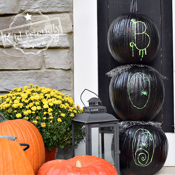 Halloween Stacked Pumpkin Display | Kid Friendly Things To Do