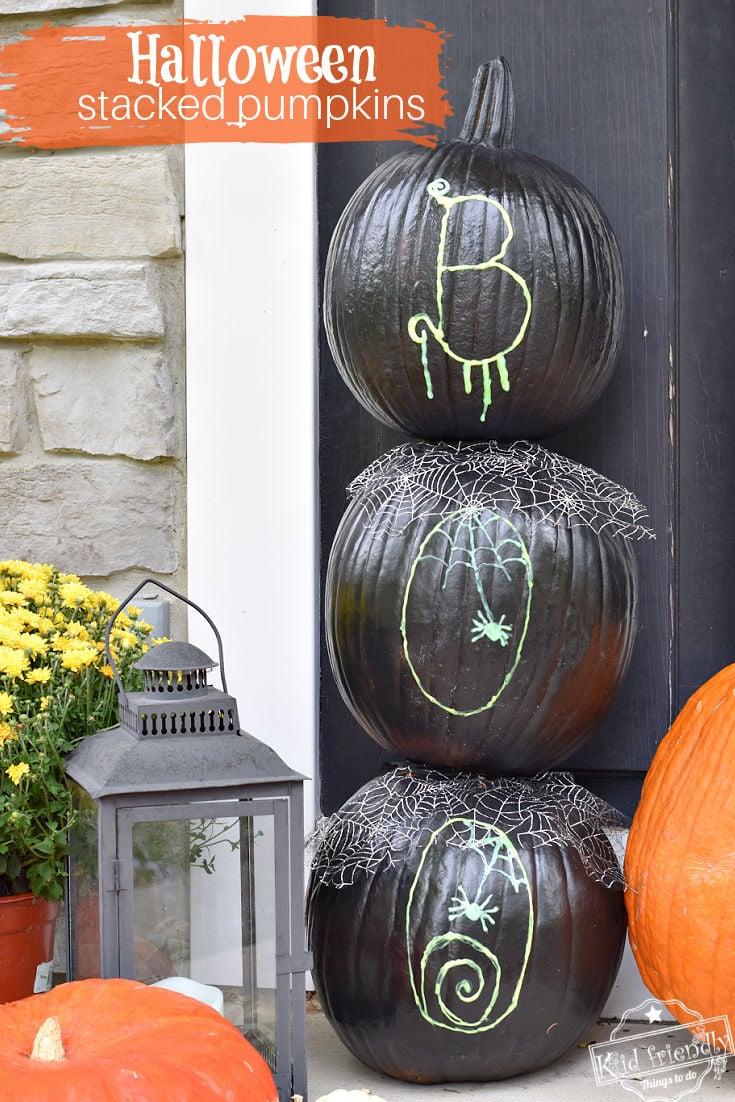 outdoor pumpkin display for Halloween
