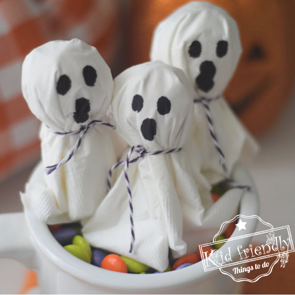 Make Lollipop Ghosts {with a napkin!} Easy | Kid Friendly Things To Do
