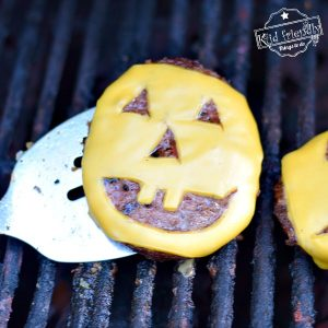 A Jack-O-Lantern Cheeseburger {Halloween Recipe} | Kid Friendly Things To Do