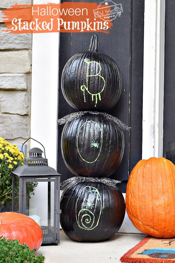 outdoor stacked pumpkins for Halloween