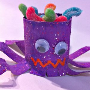 DIY Toilet Paper Tube Spider Treat Holder! - KidFriendlyThingsToDo.com