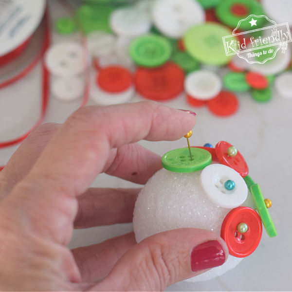 making button ornaments