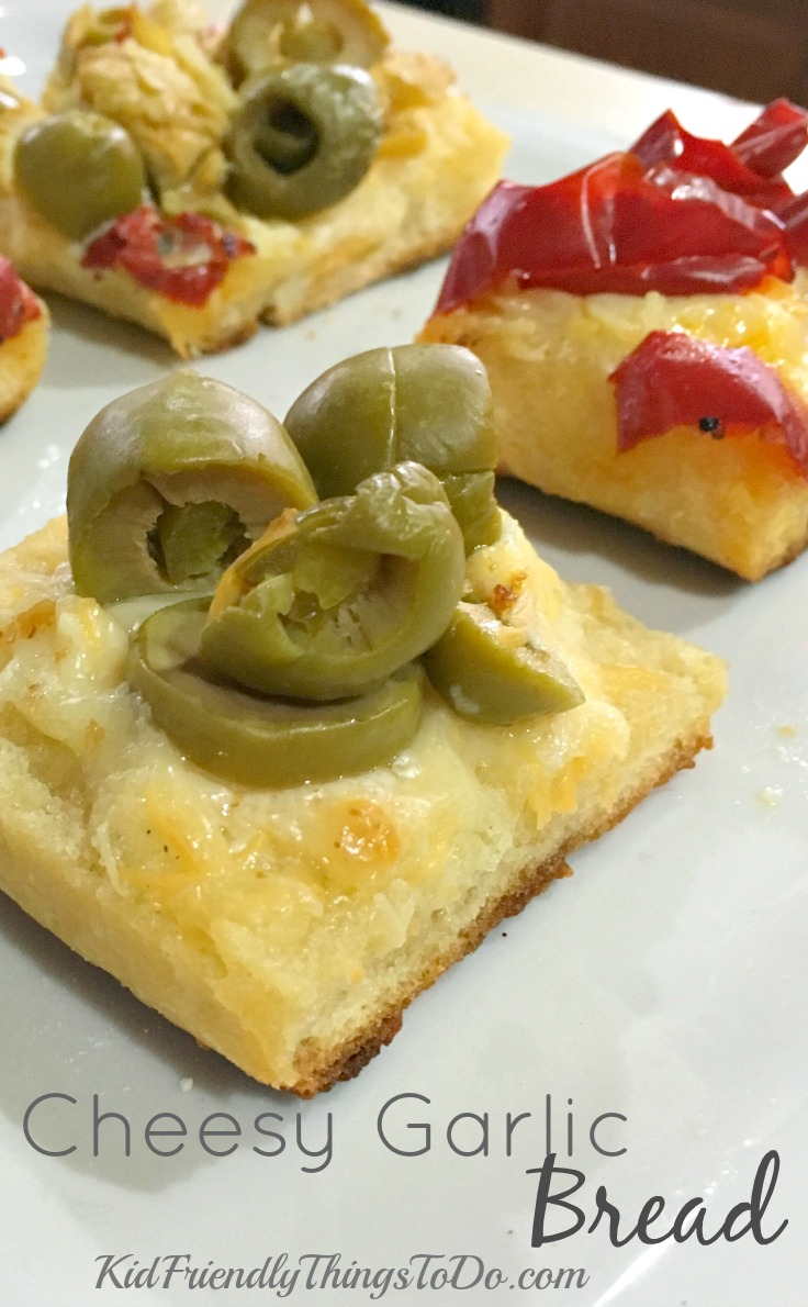 The easiest Cheesy Garlic Bread - KidFriendlyThingsToDo.com