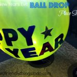 New Years Eve Ball Drop Place Setting. This is so much fun! You can personalize them and even fill them with confetti so your guests can pop them at midnight and let confetti fill the room!