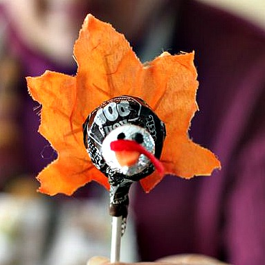 Such a cute and simple Thanksgiving craft for kids! I love it!