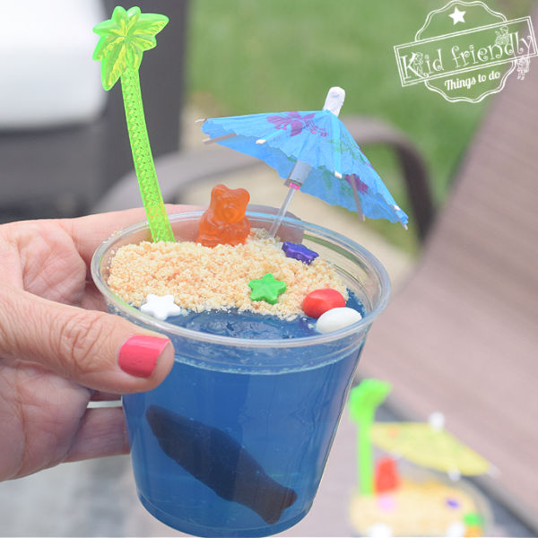 Summertime Beach Jell-O Cups {A Fun Snack!} | Kid Friendly Things To Do