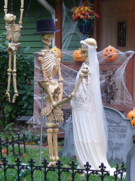 Skeleton Yard Display for Halloween