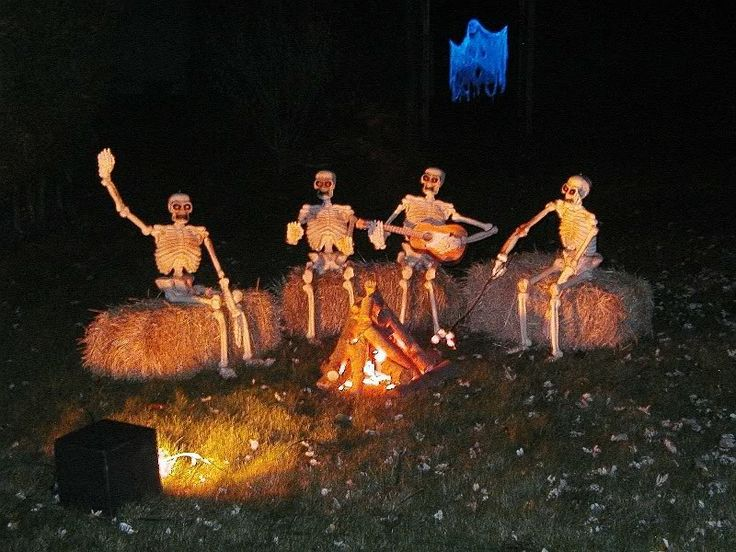 Over 19 Hilarious Skeleton Yard Displays for Halloween