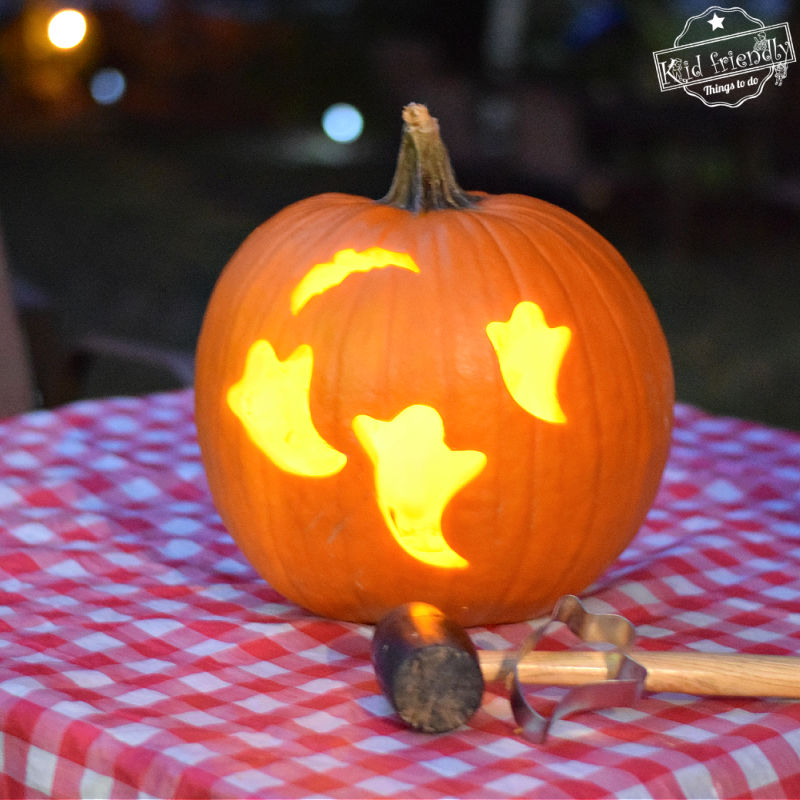 How to Carve Pumpkins with Cookie Cutters {So Easy and Fun!} | Kid Friendly Things To Do