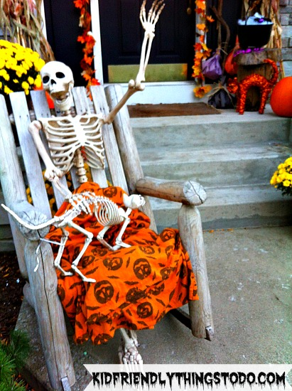 Funny Skeleton Display For Halloween