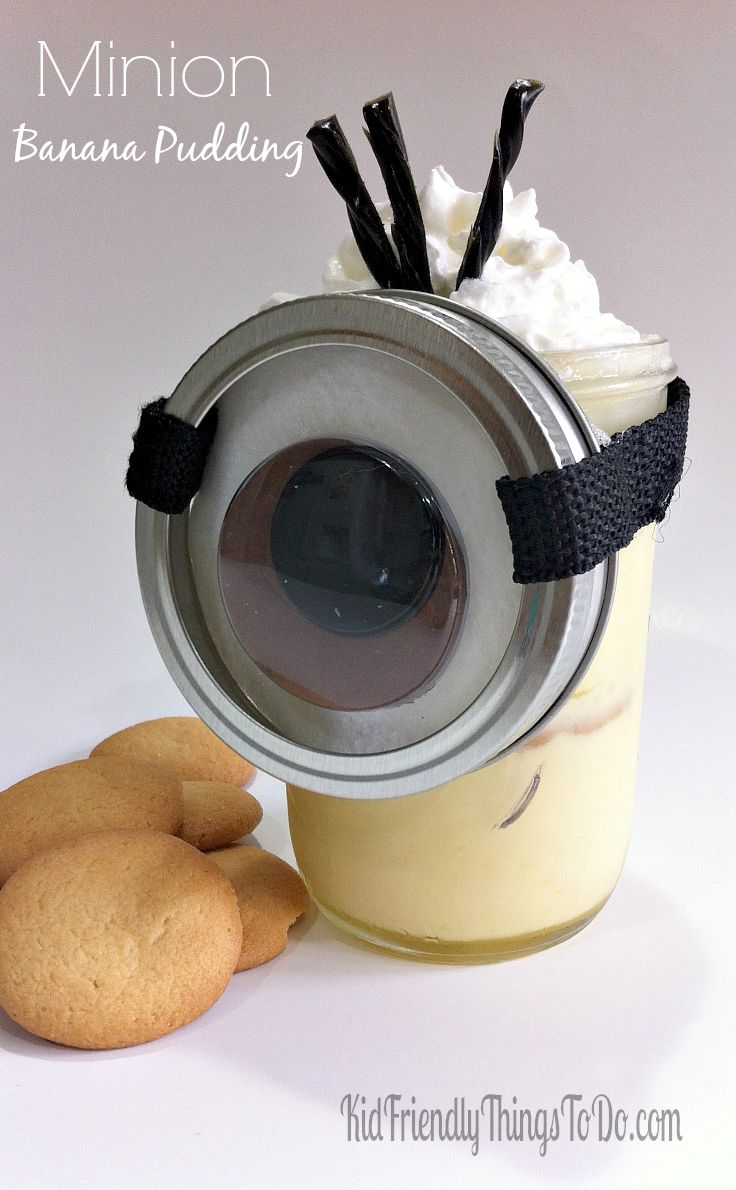 BANANA! Banana Pudding in a Minion Mason Jar! What a fun idea for Minion birthday parties. The kids will love this fun Minion party food!
