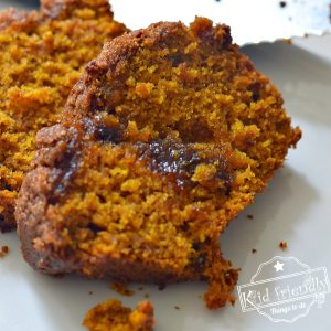 Pumpkin Spice Bread With a Brown Sugar Crumb Topping | Kid Friendly Things To Do