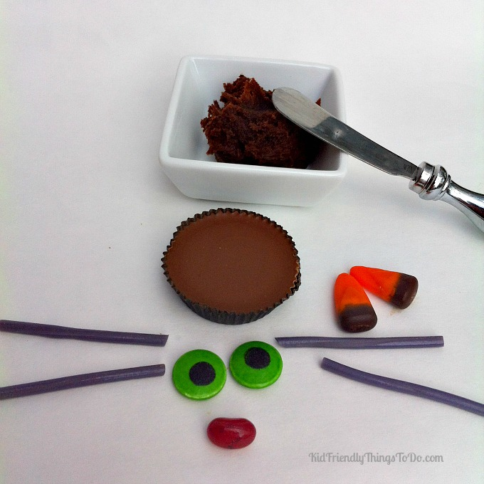 Reese's Halloween Cat Fun Food - KidFriendlyThingsToDo.com