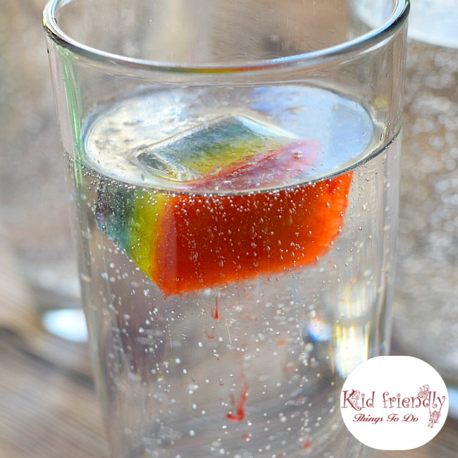 Rainbow Fizzy Drinks a fun idea for St. Patrick's Day or just summer fun treats for kids! www.kidfriendlythingstodo.com