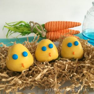 Chocolate Covered Strawberry Spring Chicks are perfect for Easter fun foods. So adorable - KidFriendlyThingsToDo.com