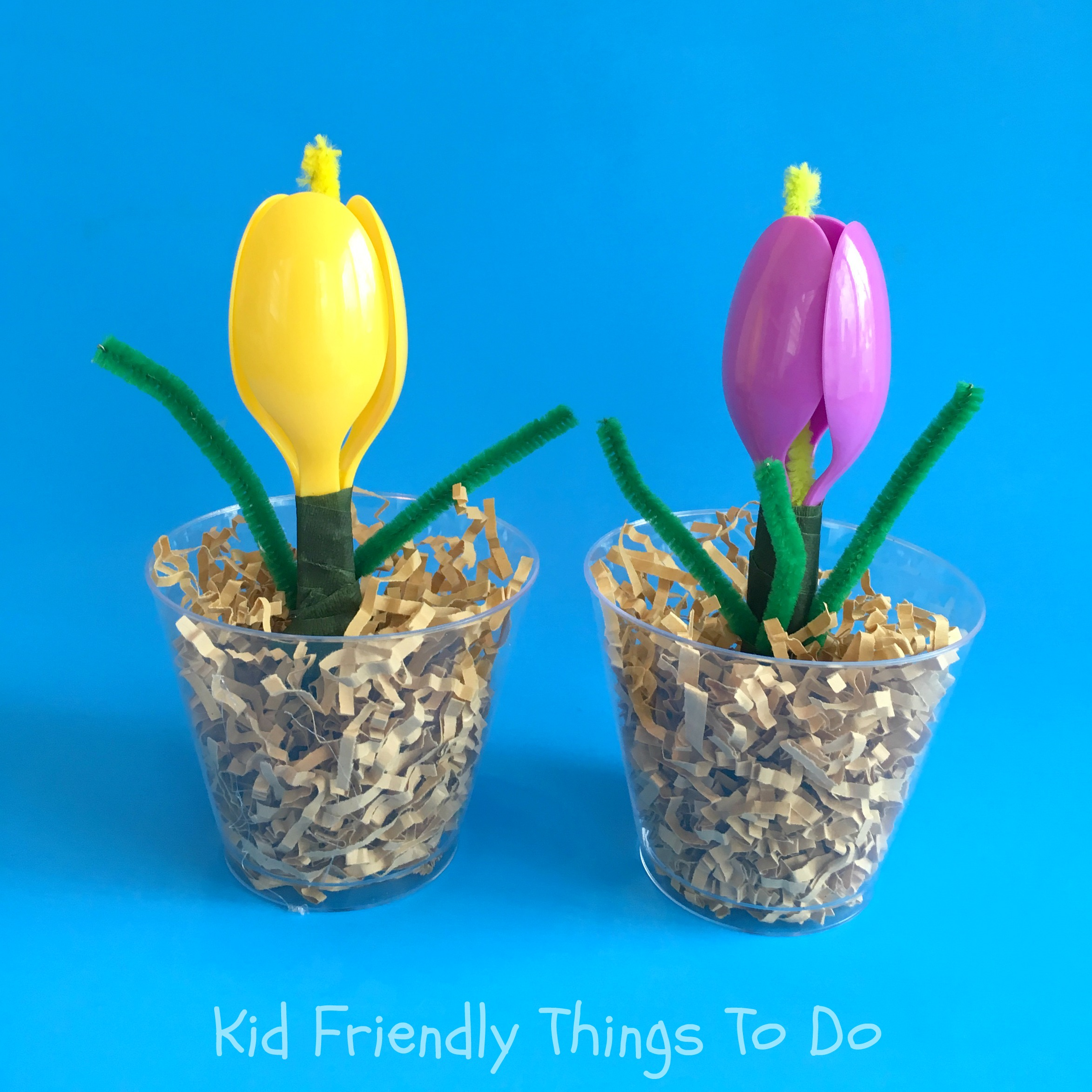 A plastic spoon spring flower craft for kids for Things to do on mother s day at home