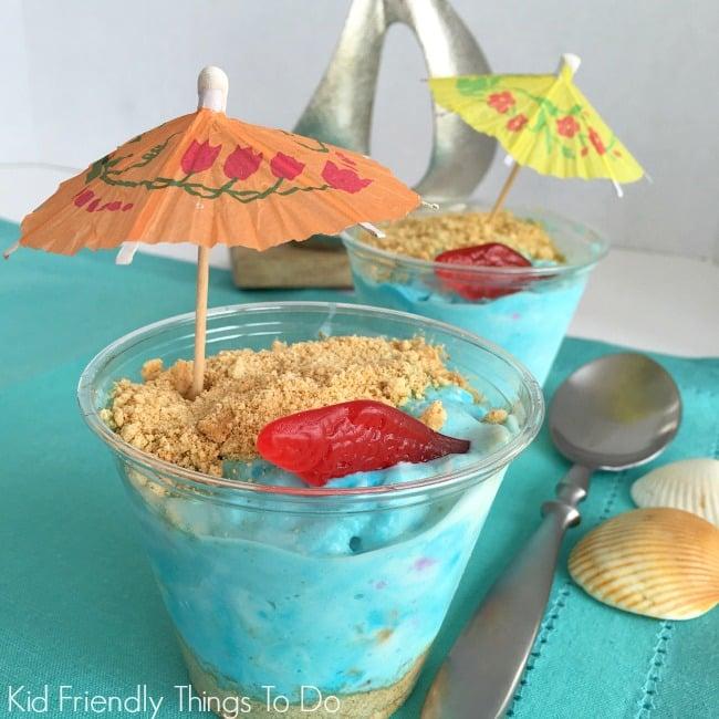 Ice Cream and Graham Cracker Mini Beaches