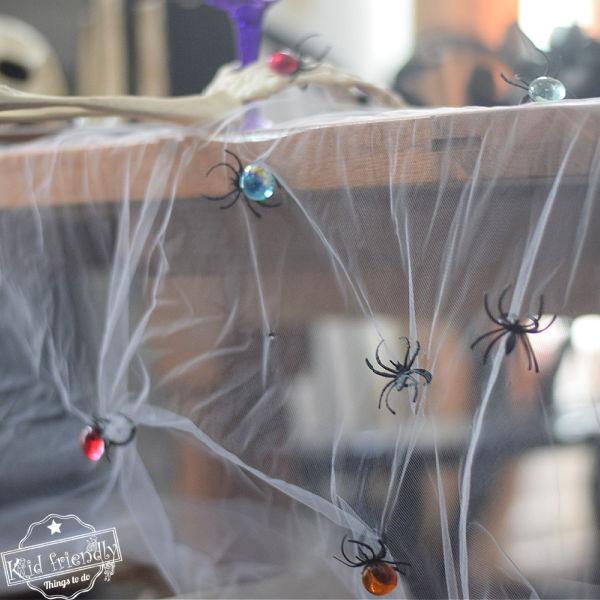 DIY Spooky Halloween Table Decoration {Tablecloth Idea}