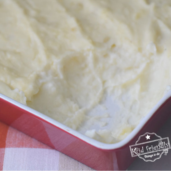 The Best Make Ahead Mashed Potatoes for a Crowd | Kid Friendly Things To Do
