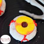Creepy Bloodshot Eyeball Doughnut fun food for Halloween - These are a ton of fun and so easy to make! Make this fun treat for Halloween parties or a fun breakfast! www.kidfriendlythingstodo.com
