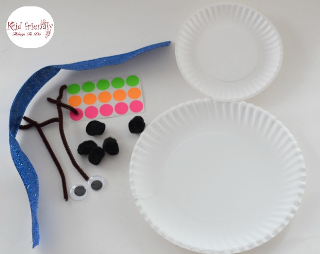 Easy Paper Plate Snowman Craft for Kids to Make - great for preschool, and elementary kids - www.kidfriendlythingstodo.com