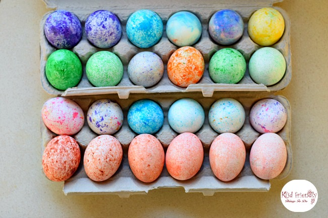 How to Use RICE To Dye Easter Eggs (Super Fun and Easy!) - perfect for preschool kids and big kids. Teens will love this DIY! so easy to clean up! love this! www.kidfriendlythingstodo.com