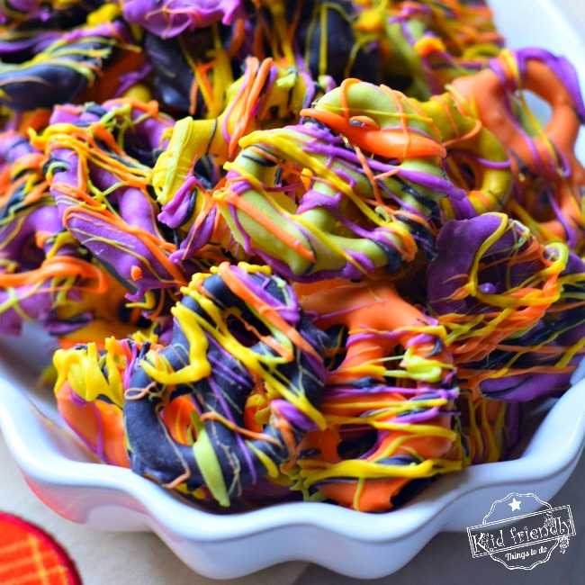 Easy and Colorful Halloween Chocolate Covered Pretzel Bites | Kid Friendly Things To Do