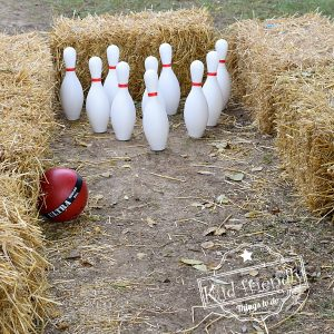 Haystack Bowling {Easy Fall Activity for Outdoor Fun} | Kid Friendly Things To Do
