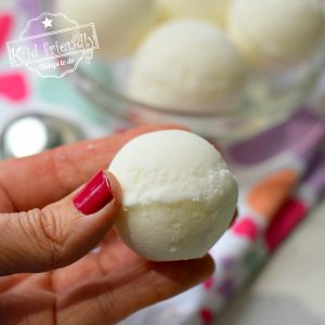 making bath bombs with kids
