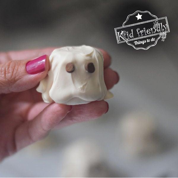 Halloween ghost marshmallows