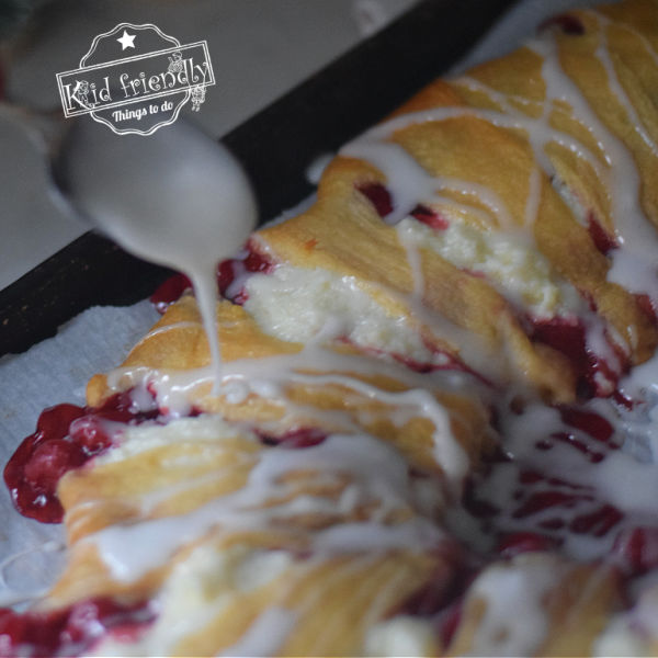 how to make a cream cheese and cherry crescent ring