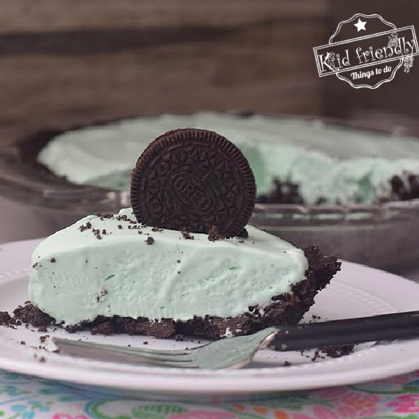 Grasshopper Pie Recipe {with Oreo Cookie Crust} | Kid Friendly Things To Do