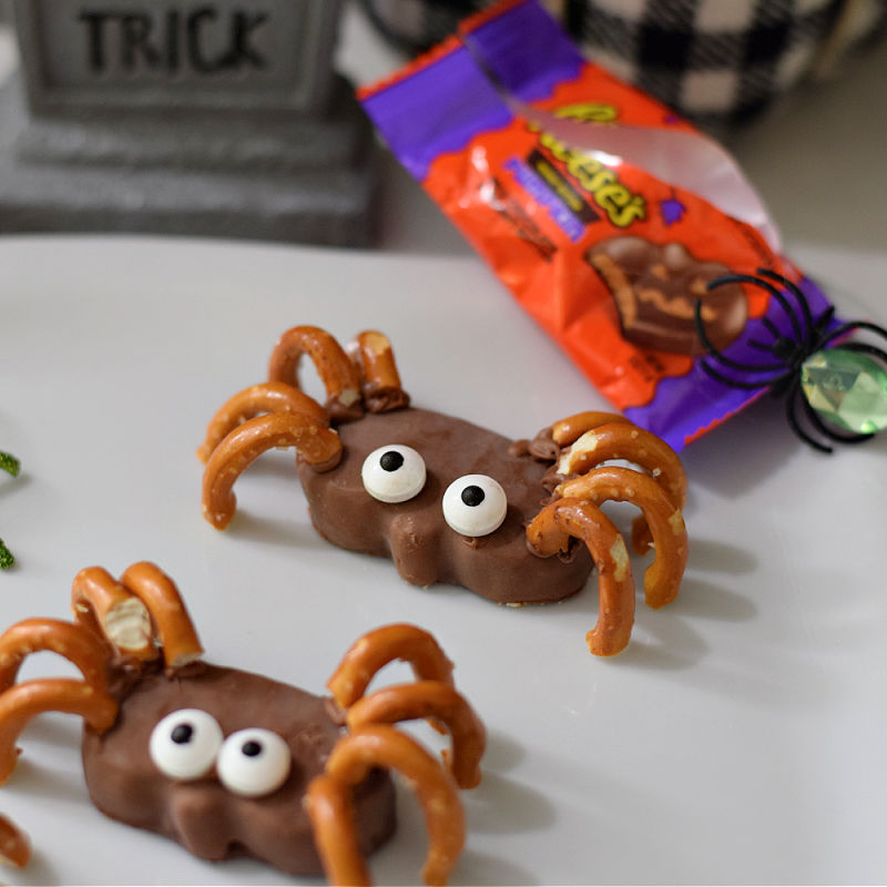 Reese's Pumpkin Spider Halloween Treats | Kid Friendly Things To Do